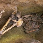 Археологи обнаружили людей, захороненных вниз лицом
