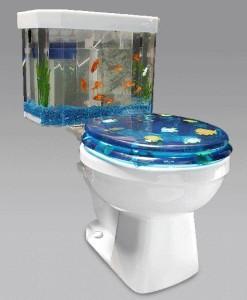 Унитаз с аквариумом с рыбками