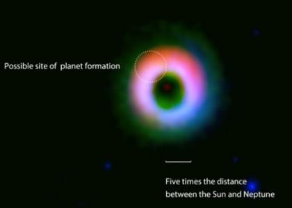 Формируется колоссальная планетная система