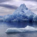 Почему айсберг не тонет?