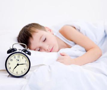 Подросток спит утром